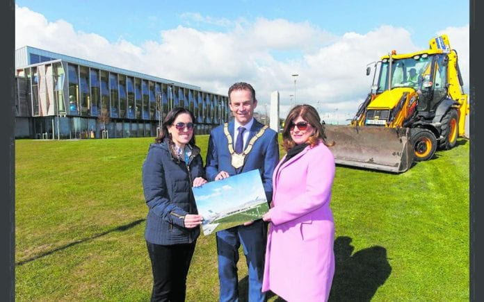 Marcella Murphy, Senior Engineer dlr, An Cathaoirleach Councillor Tom Murphy and Philomena Poole, Chief Executive dlr